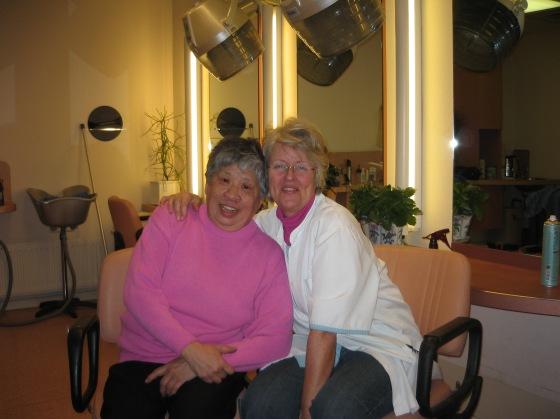 2006 Kiki met haar hulp in de Poort A'dam