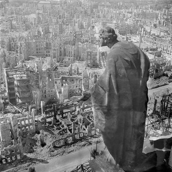 the-bombing-of-dresden-statue-overlooking-city-001