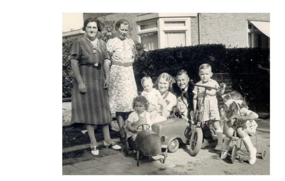 1939 Maatje,Mennie,Ellie,Eddie,Hazina,Jaap,Nico,Maarten en Marry