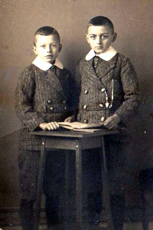1916 Jaap en Cor Mantel