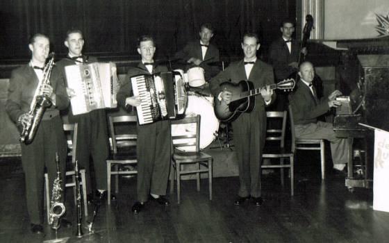 Aviola's 1957.jpg